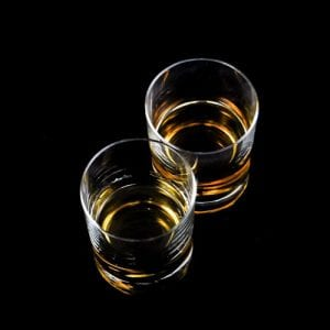 To glas whisky